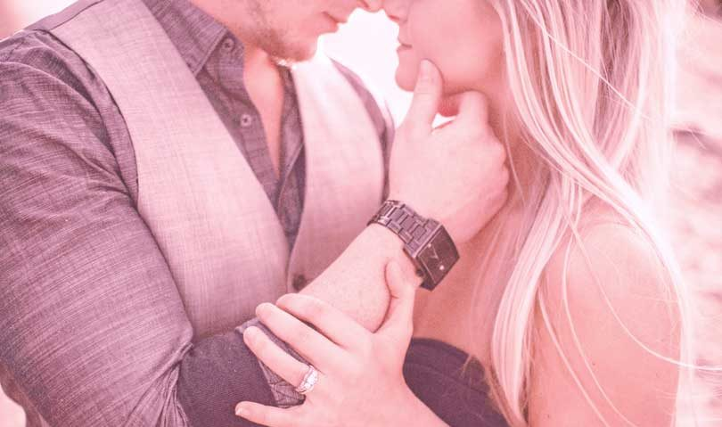 """「余裕で恋愛対象でしょ!」年下男性が嫌でも""""女""""を意識する6つのズルいテクニック"""